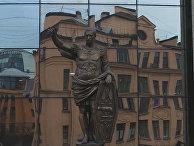 В Петербурге установили статую римского императора с лицом Путина
