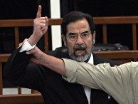 Бывший президент Ирака Саддам Хусейн в зале суда