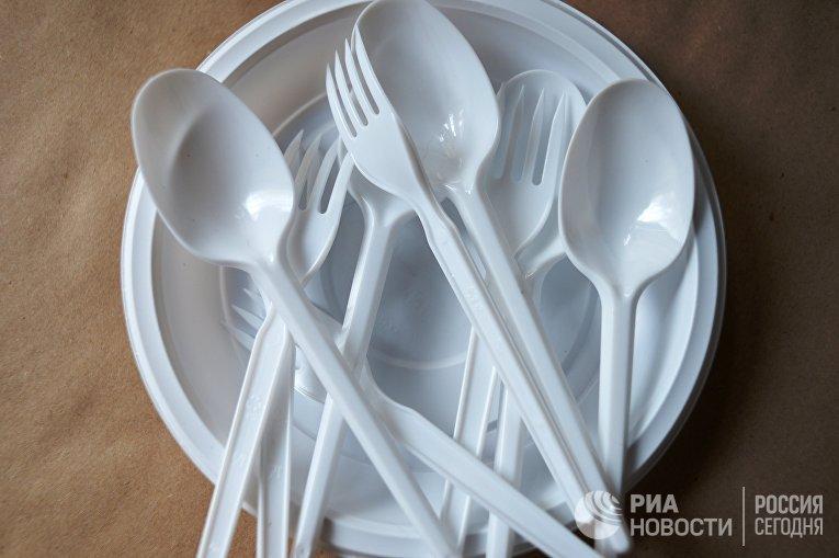 Пластиковые ложки и вилки