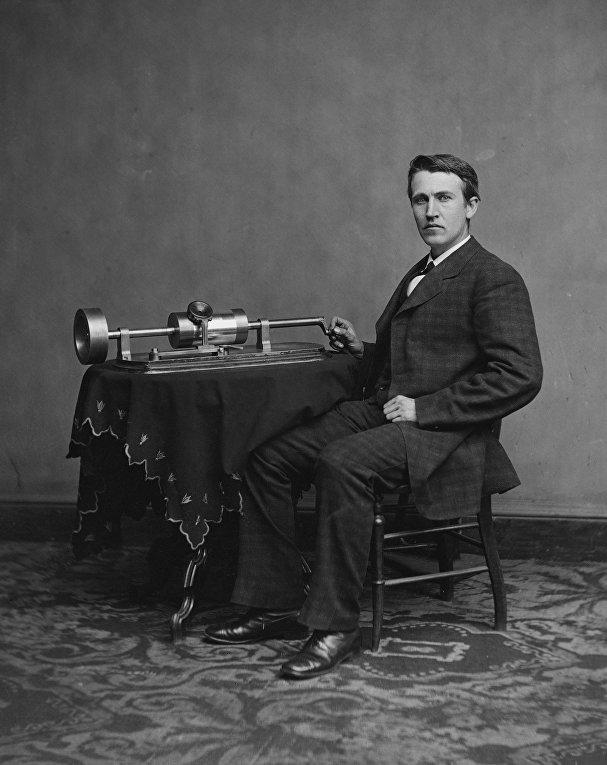 Томас Эдисон и его фонограф