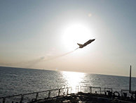 Су-24 пролетает рядом эсминцем USS Donald Cook