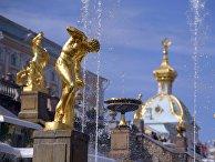 В Петергофе начался сезон фонтанов