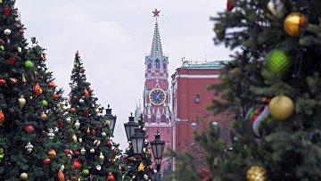 Украшение новогодней елки на Манежной площади