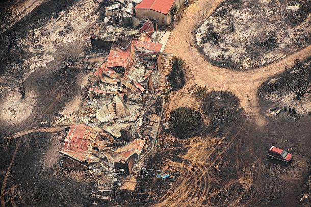 Здания, поврежденные пожарами в Сарсфилде, Австралия