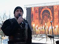 Президент Всероссийского мотоклуба «Ночные волки» Александр Залдостанов на фотовыставке «Лицо американской демократии»