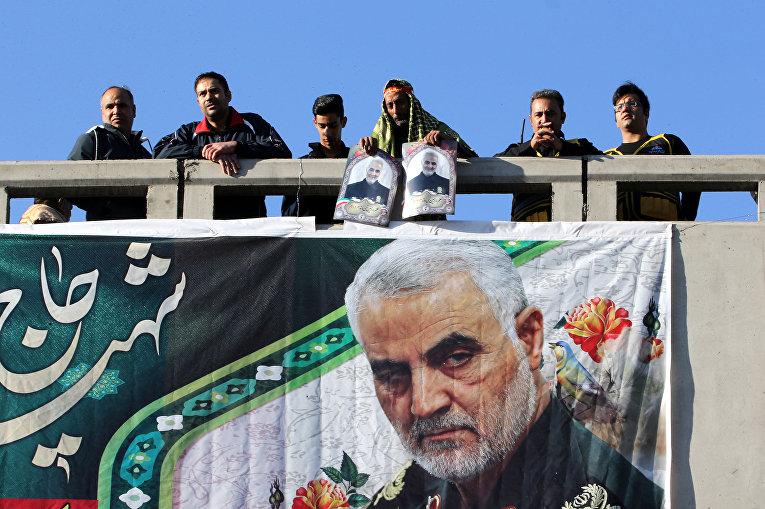 Сторонники убитого иранского генерал-майора Касема Сулеймани в Кермане, Иран