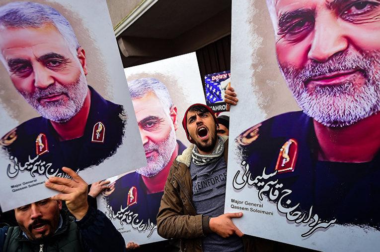 Сторонники убитого иранского генерал-майора Касема Солеймани в Стамбуле, Турция