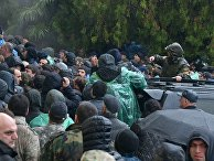 Протестующие штурмуют администрацию президента Абхазии