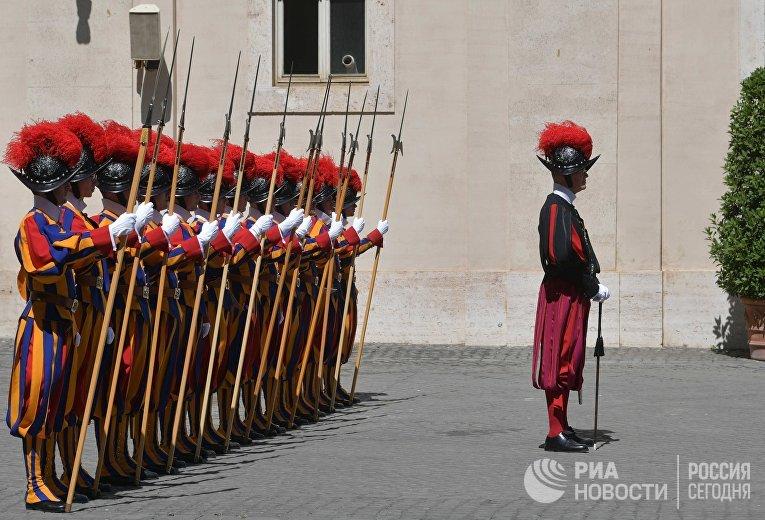 Солдаты Швейцарской гвардии Ватикана