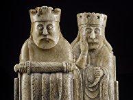 Шахматы из моржовой кости с острова Льюис, король и королева