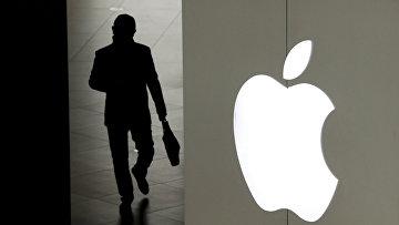 Посетитель магазина Apple в Пекине, Китай