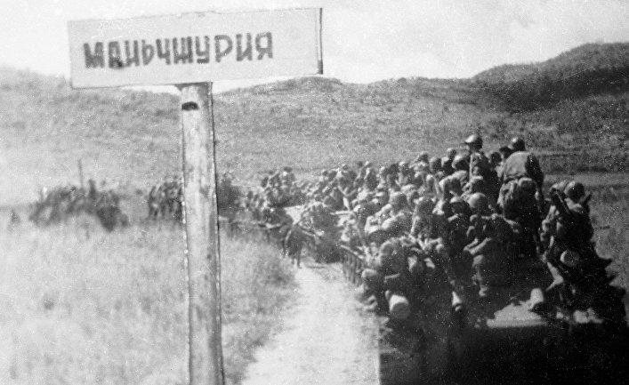 Колонна частей 1-го Дальневосточного фронта переходит границу Маньчжурии