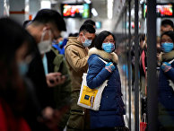 Пассажиры метро в Шанхае, Китай