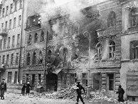 Одна из улиц Ленинграда после обстрела немецкой артиллерией