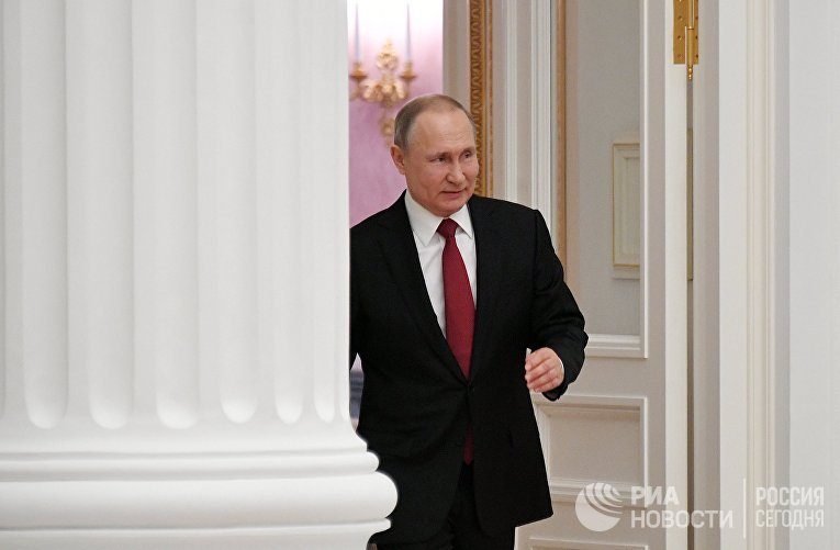 Президент РФ В. Путин вручил в Кремле президентские премии в области науки и инноваций