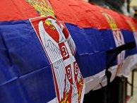 Флаги Сербии на улице города Косовска-Митровица