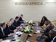 Президент РФ Владимир Путин и президент Центральноафриканской Республики Фостен Арканж Туадера в Сочи