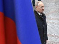 Президент РФ В. Путин и премьер-министр РФ М. Мишустин на церемонии возложения цветов к Могиле Неизвестного Солдата