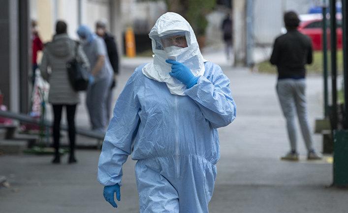 Медицинский работник в инфекционной клинике в Загребе, Хорватия