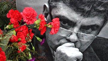 Цветы на месте гибели Б. Немцова