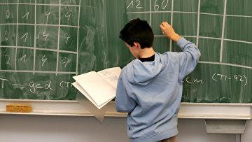 Школьник на уроке математики