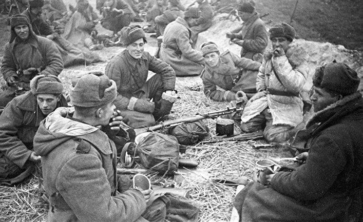 Солдаты на привале за Вислой