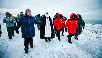 Премьер-министр Норвегии Эрна Сульберг во время визита на Шпицберген
