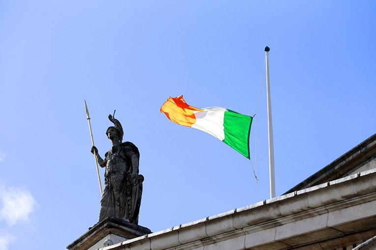 Ирландский флаг в Дублине