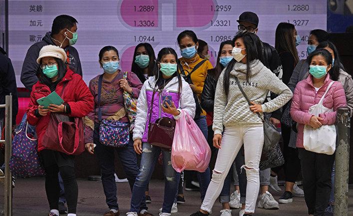 Люди в защитных масках в Гонконге