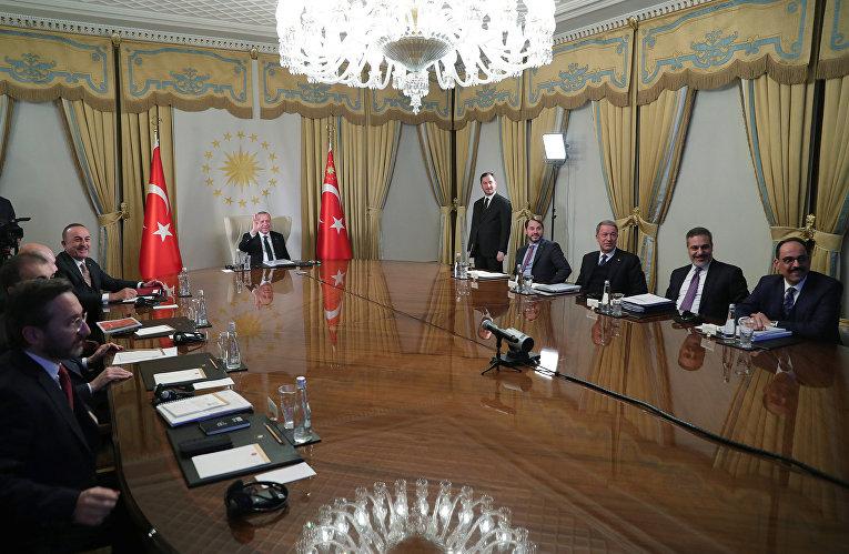 Президент Турции Реджеп Тайип Эрдоган принимает участие в телемосте с европейскими лидерами в Стамбуле