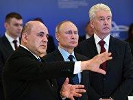 Президент РФ В. Путин посетил информационный центр по мониторингу ситуации с коронавирусом в Москве