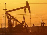 Добыча нефти сланцевым методов вблизи Лост-Хиллз, Калифорния, США