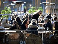Люди в кафе в Стокгольме, Швеция