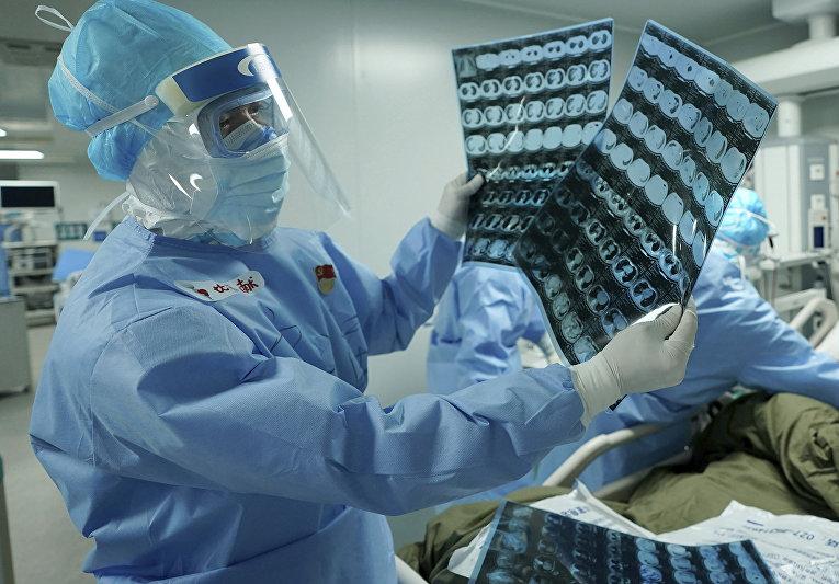 Компьютерная томография в полевом госпитале Хуошэншань в Ухане, Китай