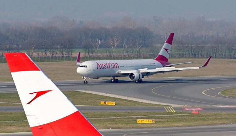 Самолет Austrian Airlines в Австрии