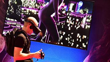 Эротическая VR игра на ярмарке Venus Fair в Берлине, Германия