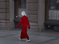 Пожилая женщина на улице Стокгольма, Швеция