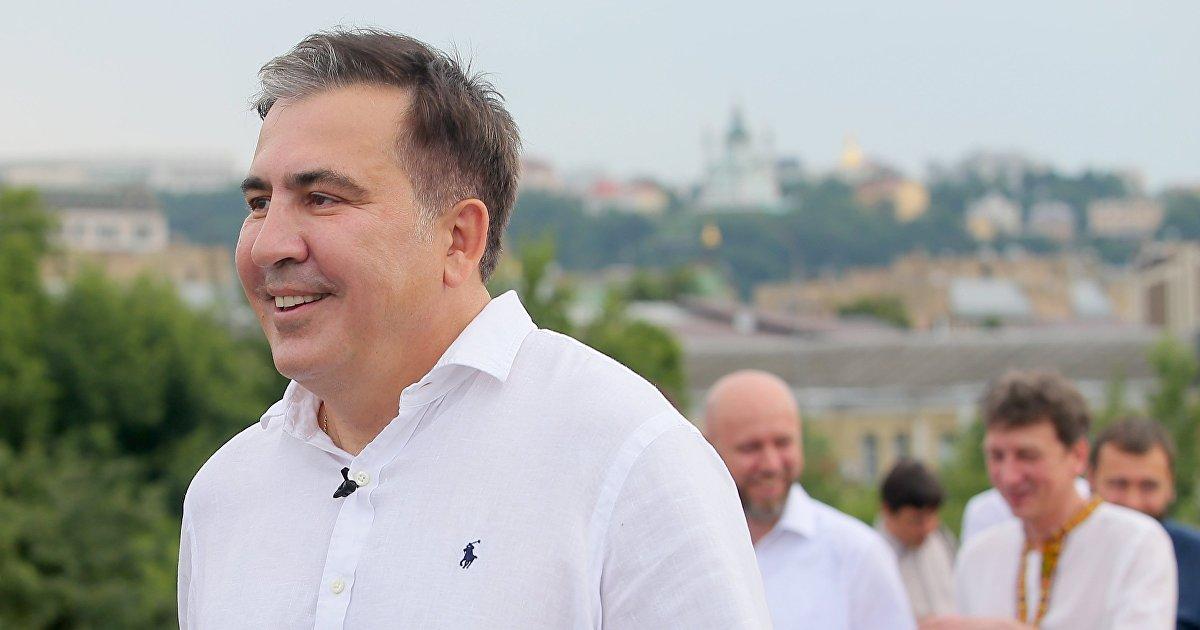 Саакашвили попал в Грузию на грузовике со свежей зеленью  СМИ (Главред, Украина) (Главред)