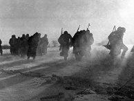 Немецкие солдаты сдаются в плен во время битвы под Москвой.