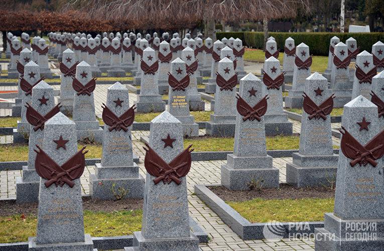 Захоронение красноармейцев на Ольшанском кладбище в Праге.