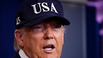 Президент США Дональд Трамп выступает во время брифинга