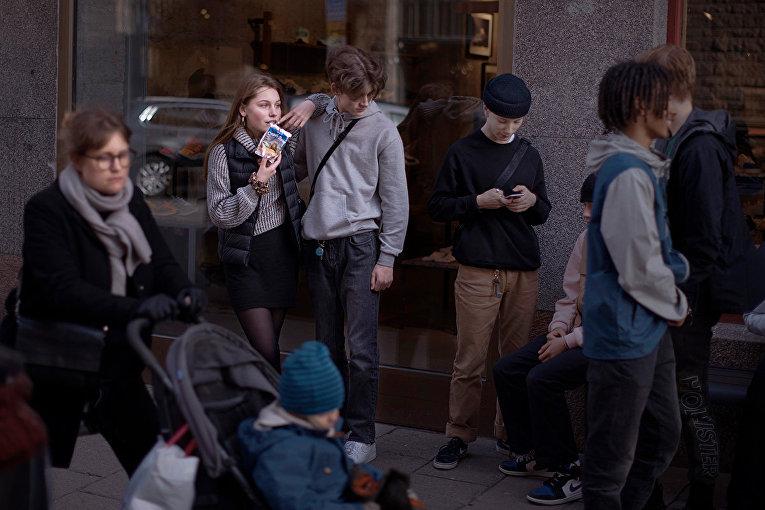 Молодежь на улице в Стокгольме, Швеция
