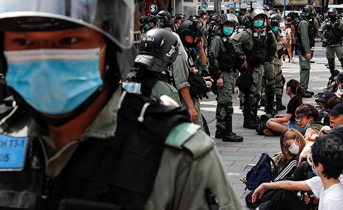 Спецназ во время акций протеста в Гонконге