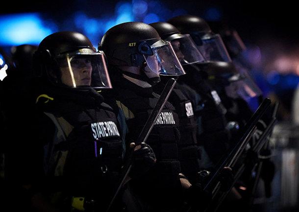 Сотрудники полиции во время акция протеста в Миннеаполисе