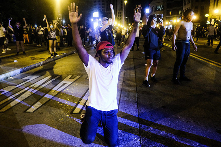 Участники акции протеста в Колумбусе, штат Огайо