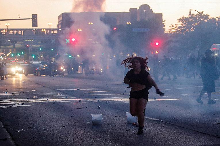 Участница протестов в Миннеаполисе