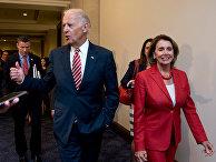 Джо Байден и Нэнси Пелоси на Капитолийском холме в Вашингтоне