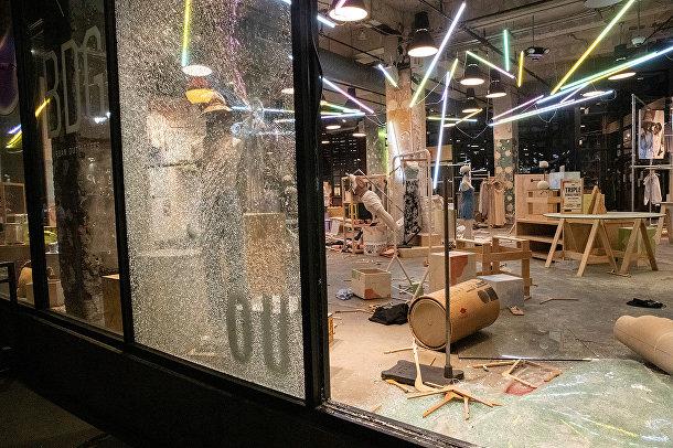 Разграбленный магазин в Нью-Йорке