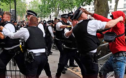 В Лондоне произошли стычки полиции с протестантами