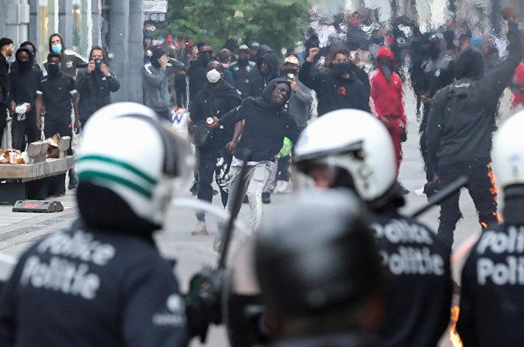 Столкновения участников акции протеста с полицией в Брюсселе